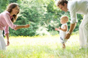 کمک به زود راه رفتن کودک