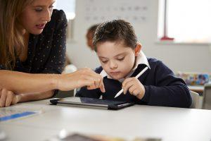 مشکلات گفتاری و ارتباطی در اوتیسم